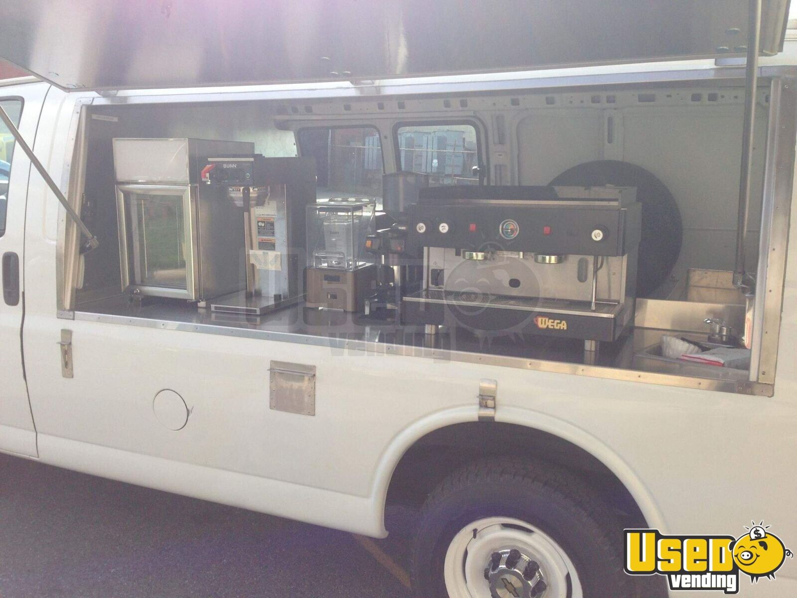 2000 Express 2500 Coffee Truck Coffee & Beverage Truck Spare Tire Virginia Gas Engine for Sale - 4
