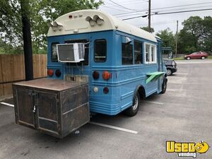 2000 Express 3500 Short Bustaurant Food Truck All-purpose Food Truck Cabinets Texas Gas Engine for Sale