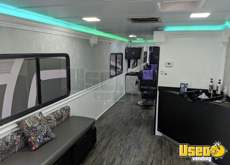 2000 Fleetwood Mobile Hair Salon Truck Interior Lighting Florida Gas Engine for Sale - 11