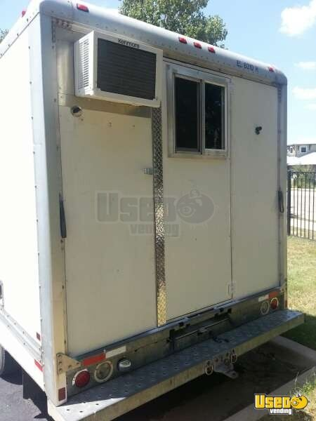 2000 Ford E-350 All-purpose Food Truck Refrigerator Texas Gas Engine for Sale - 7