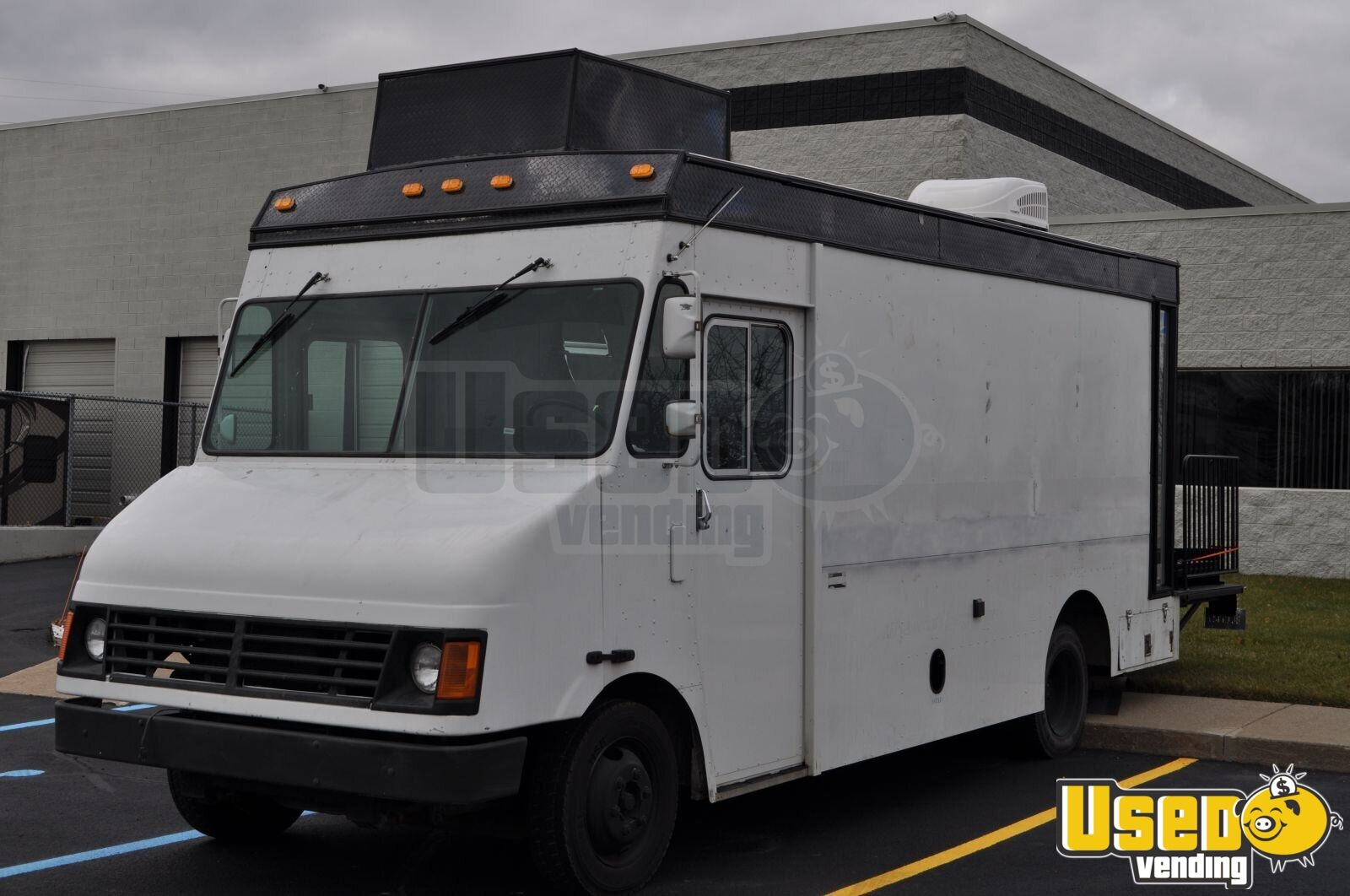 2000 Mt45 Mobile Hair Salon Truck Air Conditioning Michigan Diesel Engine for Sale - 2