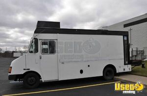 2000 Mt45 Mobile Hair Salon Truck Insulated Walls Michigan Diesel Engine for Sale