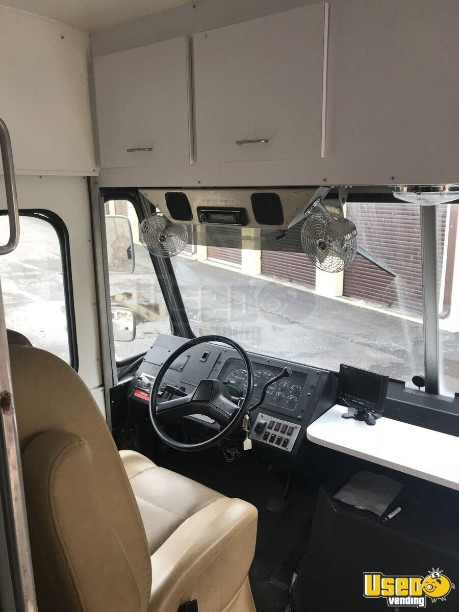 2000 Workhorse Step Van Mobile Boutique Truck 18 Virginia Diesel Engine for Sale - 18