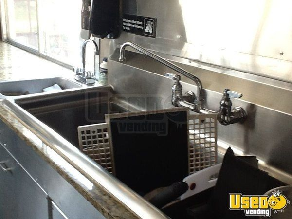 2000 Workhourse P40 Pizza Food Truck Work Table Indiana Diesel Engine for Sale