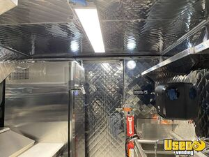 2001 Mt55 Kitchen Food Truck All-purpose Food Truck A/c Power Outlets Texas Diesel Engine for Sale