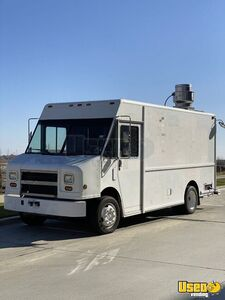 2001 Mt55 Kitchen Food Truck All-purpose Food Truck Insulated Walls Texas Diesel Engine for Sale