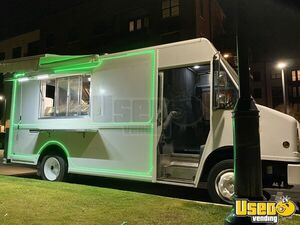 2001 Mt55 Kitchen Food Truck All-purpose Food Truck Stainless Steel Wall Covers Texas Diesel Engine for Sale