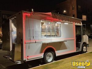 2001 Mt55 Kitchen Food Truck All-purpose Food Truck Texas Diesel Engine for Sale