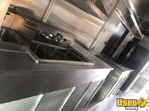 2001 Step Van Kitchen Food Truck All-purpose Food Truck Stainless Steel Wall Covers Florida Diesel Engine for Sale