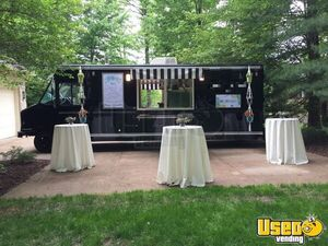 2001 Utilimaster Kitchen Food Truck All-purpose Food Truck Awning Ohio Gas Engine for Sale