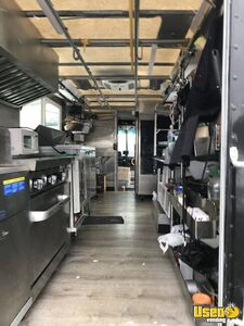 2001 Utilimaster Kitchen Food Truck All-purpose Food Truck Microwave Ohio Gas Engine for Sale