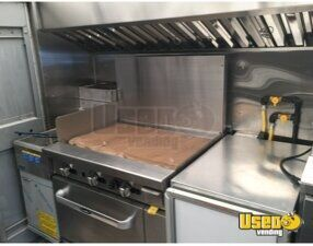 2001 Utilimaster Kitchen Food Truck All-purpose Food Truck Work Table Ohio Gas Engine for Sale