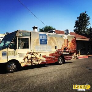 2001 Workhorse P40 Pizza Food Truck Concession Window California Diesel Engine for Sale