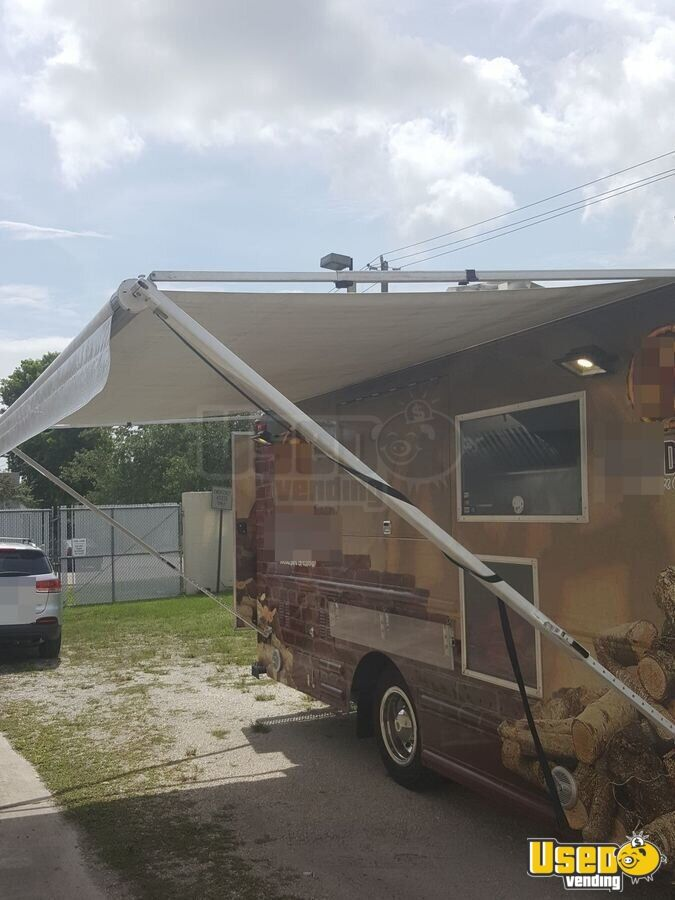 2001 Workhorse P40 Pizza Food Truck Stainless Steel Wall Covers California Diesel Engine for Sale - 4