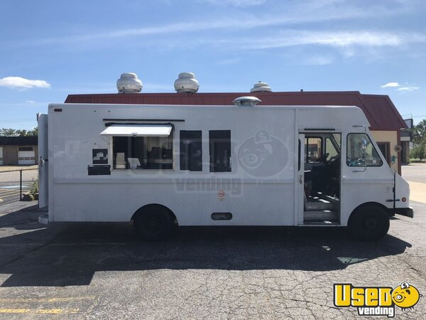 2001 Workhorse P42 All-purpose Food Truck Indiana Gas Engine for Sale