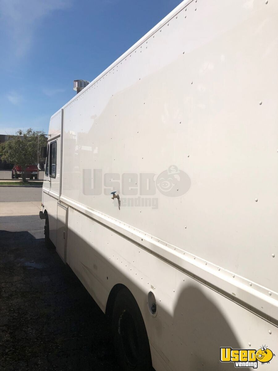 2001 Workhorse P42 All-purpose Food Truck Surveillance Cameras Indiana Gas Engine for Sale - 5