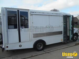 2002 Kitchen Food Truck All-purpose Food Truck Cabinets Ohio Diesel Engine for Sale