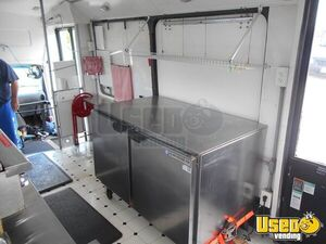 2002 Kitchen Food Truck All-purpose Food Truck Refrigerator Ohio Diesel Engine for Sale