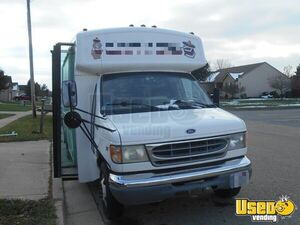 2002 Kitchen Food Truck All-purpose Food Truck Removable Trailer Hitch Ohio Diesel Engine for Sale