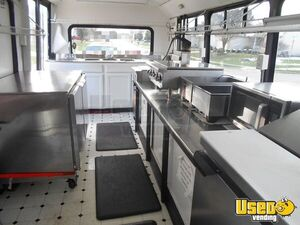 2002 Kitchen Food Truck All-purpose Food Truck Shore Power Cord Ohio Diesel Engine for Sale
