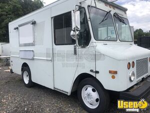 Super Clean 2002 Workhorse P42 11' Step Van NEW Kitchen Food Truck for Sale in Virginia!