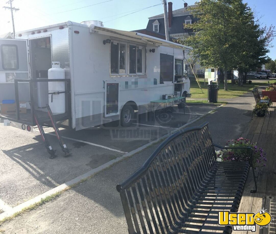 2002 Workhorse Kitchen Food Truck All-purpose Food Truck Air Conditioning Maine Gas Engine for Sale - 2