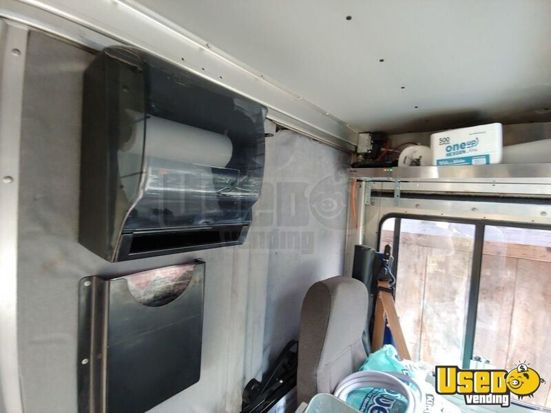 2002 Workhorse P30 Barbecue Food Truck Breaker Panel Virginia Diesel Engine for Sale - 32