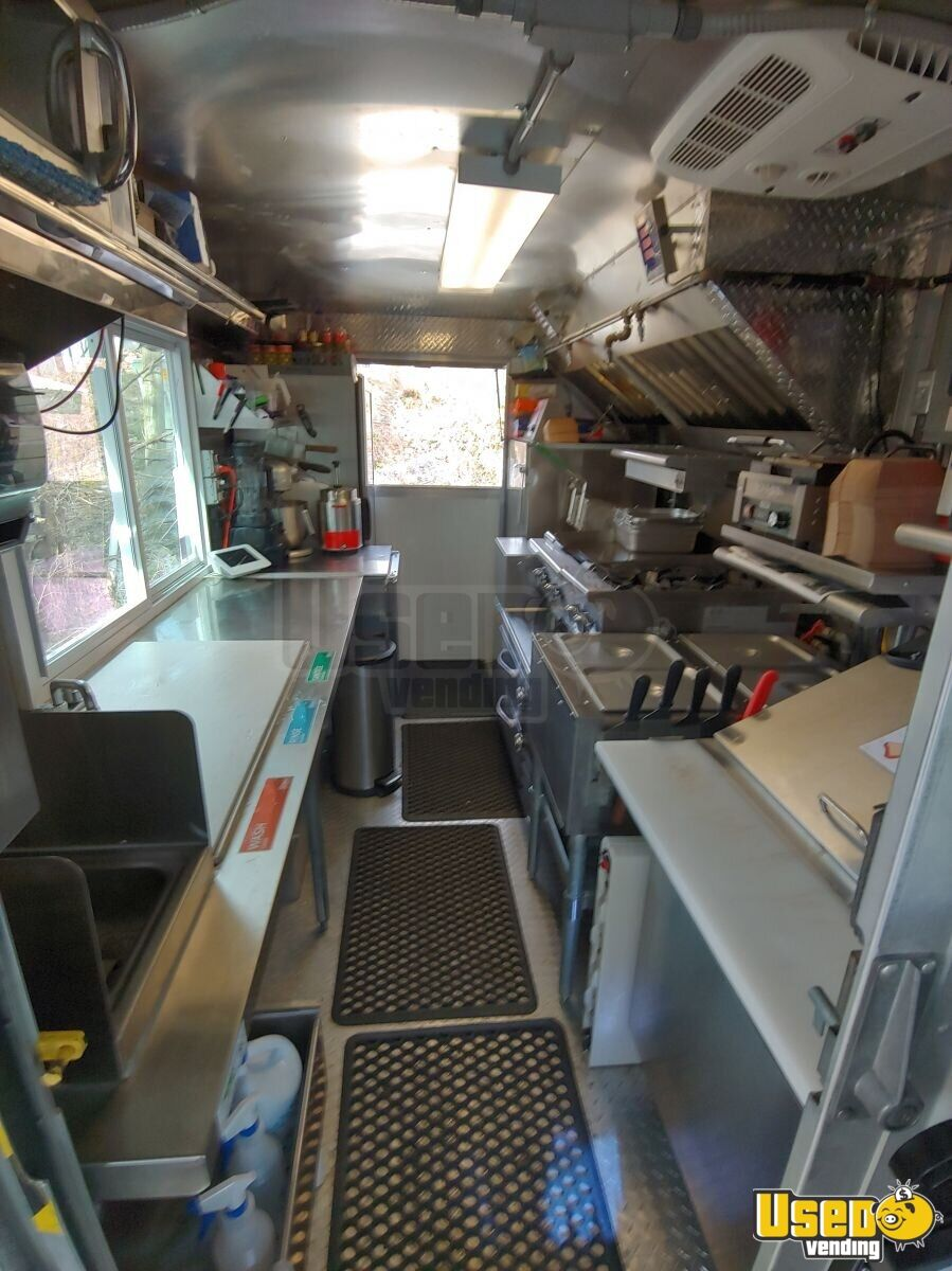 2002 Workhorse P30 Barbecue Food Truck Diamond Plated Aluminum Flooring Virginia Diesel Engine for Sale - 6