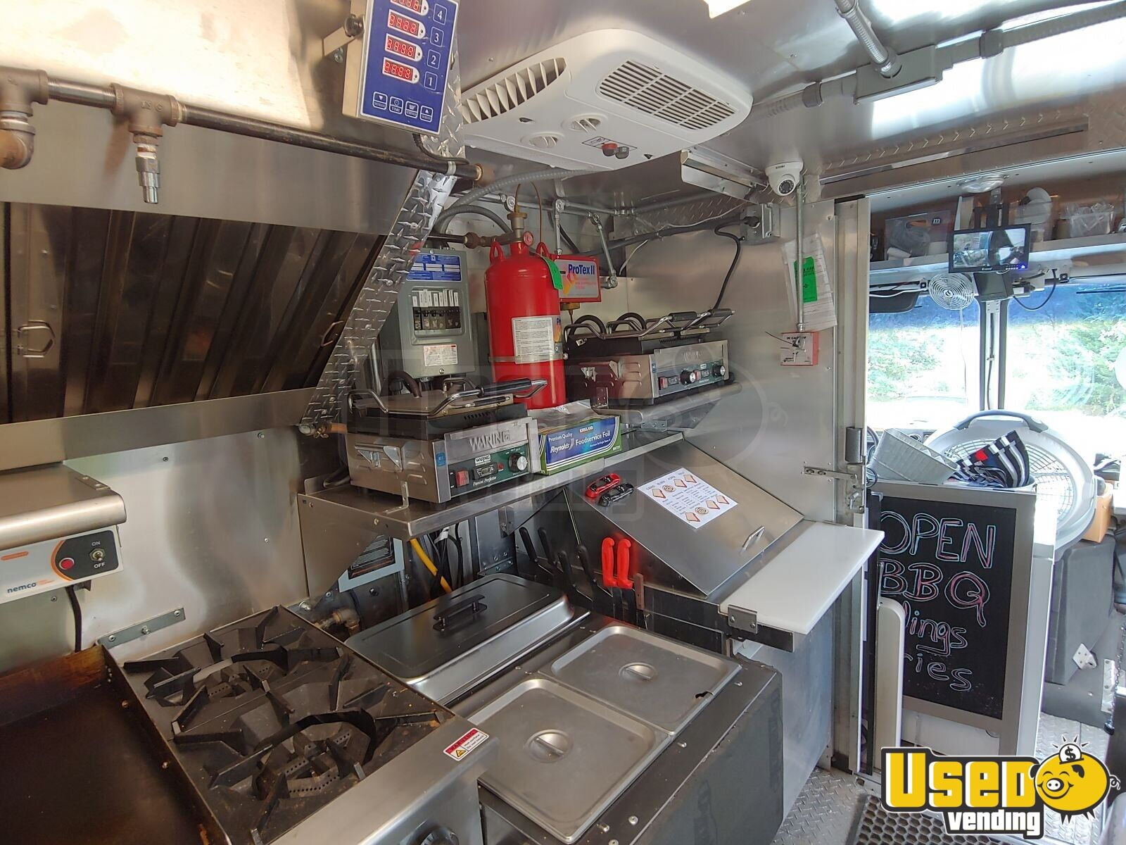 2002 Workhorse P30 Barbecue Food Truck Prep Station Cooler Virginia Diesel Engine for Sale - 15