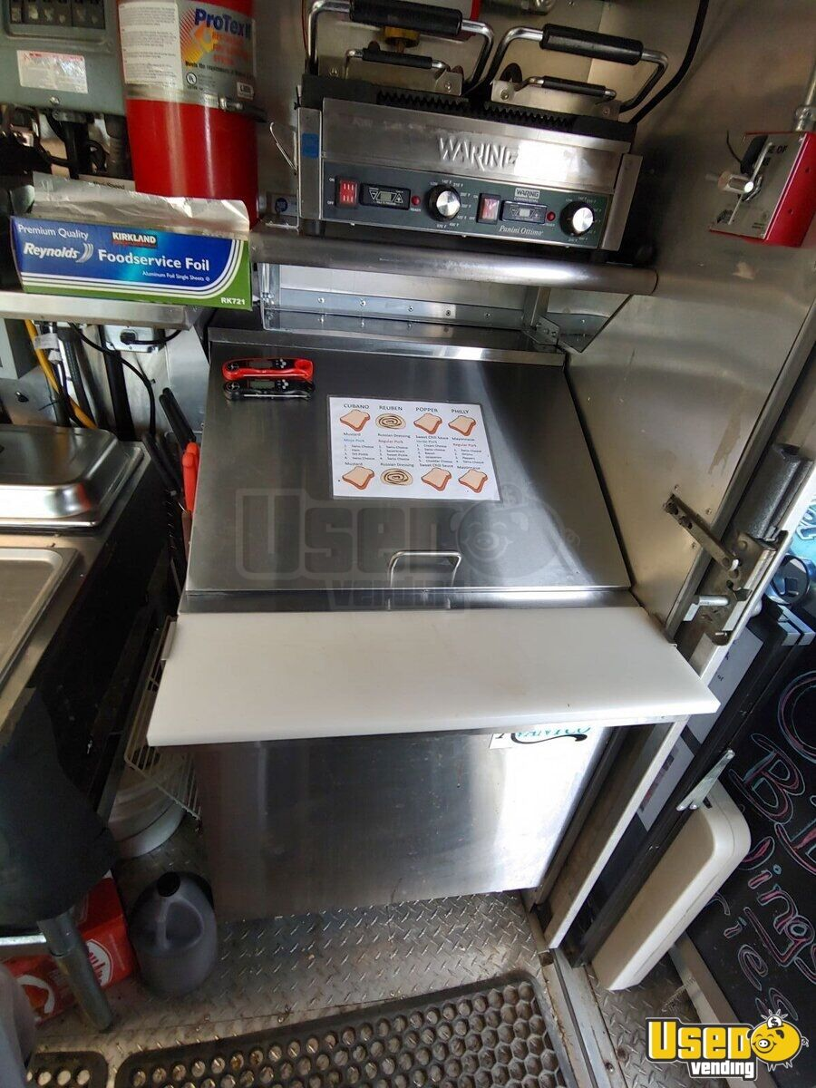 2002 Workhorse P30 Barbecue Food Truck Stovetop Virginia Diesel Engine for Sale - 17