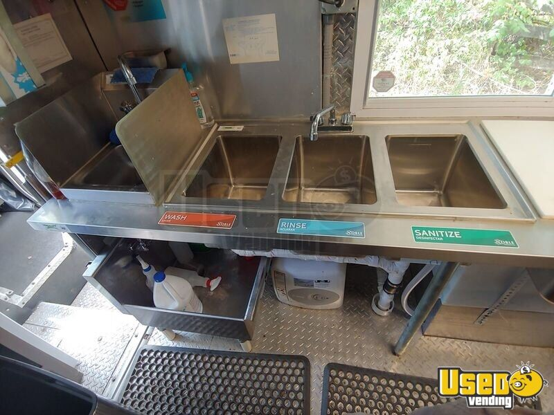 2002 Workhorse P30 Barbecue Food Truck Warming Cabinet Virginia Diesel Engine for Sale - 21