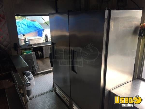 2003 Chevy Workhorse Food Truck Upright Freezer Pennsylvania Diesel Engine for Sale - 6