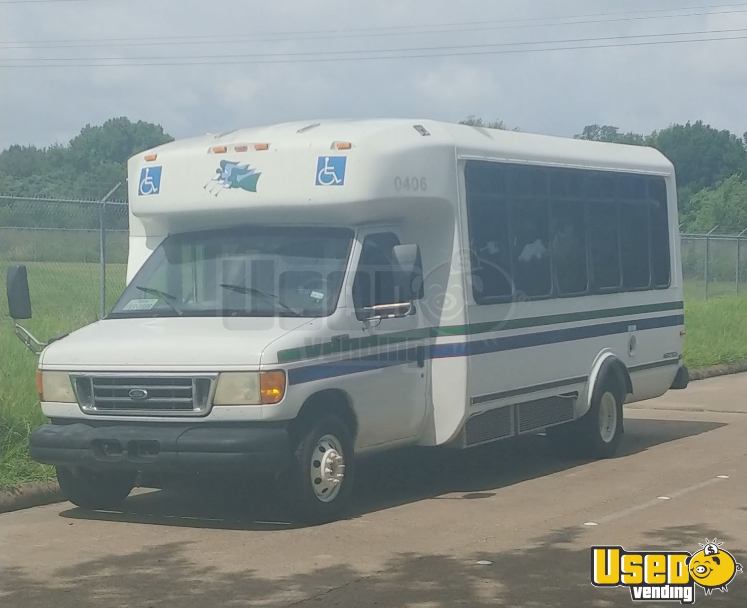 2003 Ford E450 Bus Diesel Step Van Truck for Conversion for Sale in Texas!!!