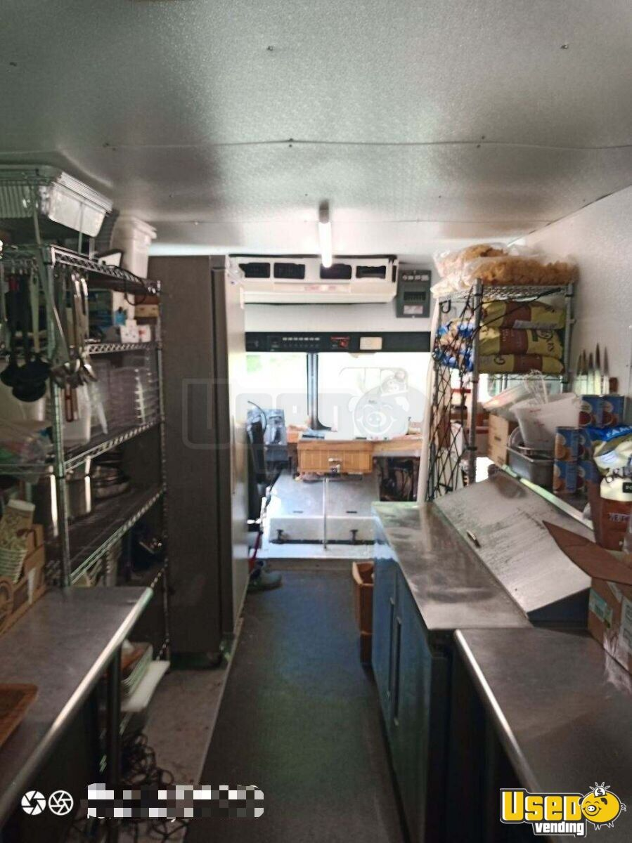 2003 Freitliner M-line Walk In V All-purpose Food Truck Cabinets Michigan Diesel Engine for Sale - 4