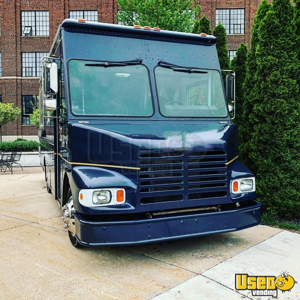 2003 Freitliner M-line Walk In V All-purpose Food Truck Concession Window Michigan Diesel Engine for Sale - 3