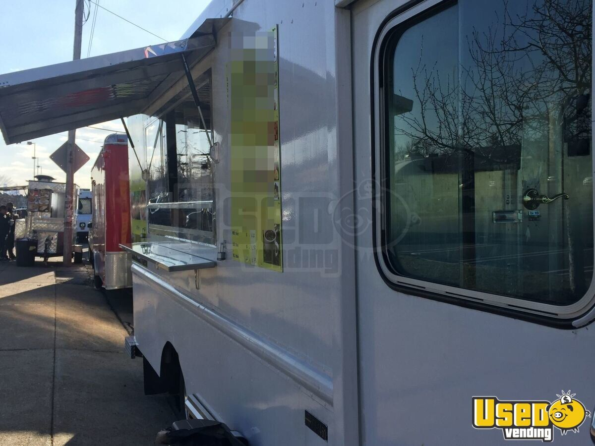 2003 Workhorse Food Truck Diamond Plated Aluminum Flooring Pennsylvania Gas Engine for Sale - 6