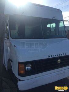 2003 Workhorse Food Truck Insulated Walls Pennsylvania Gas Engine for Sale