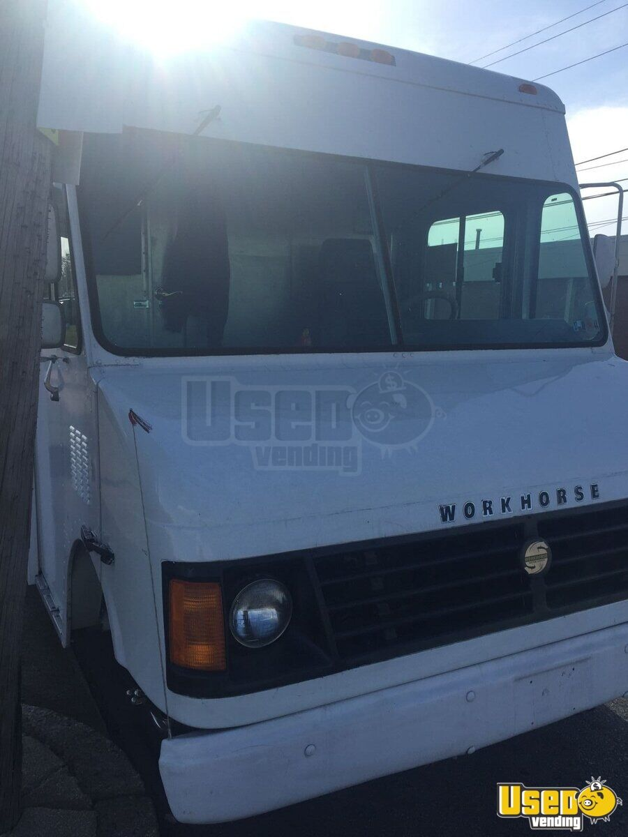 2003 Workhorse Food Truck Insulated Walls Pennsylvania Gas Engine for Sale - 4