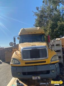 2004 Columbia Sleeper Cab Semi Truck Freightliner Semi Truck Double Bunk California for Sale