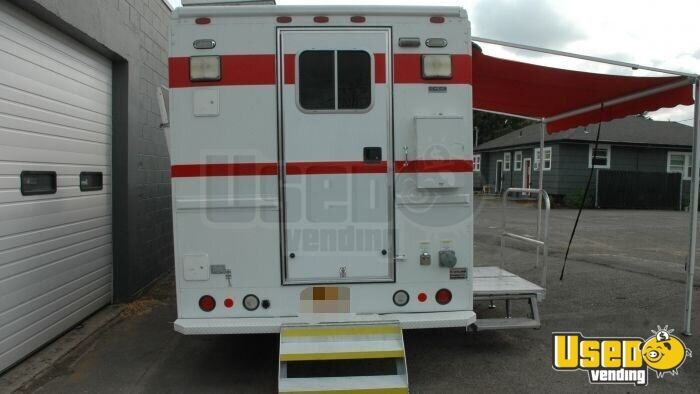 2004 Freightliner Mt45 All-purpose Food Truck Floor Drains Hawaii Diesel Engine for Sale - 7