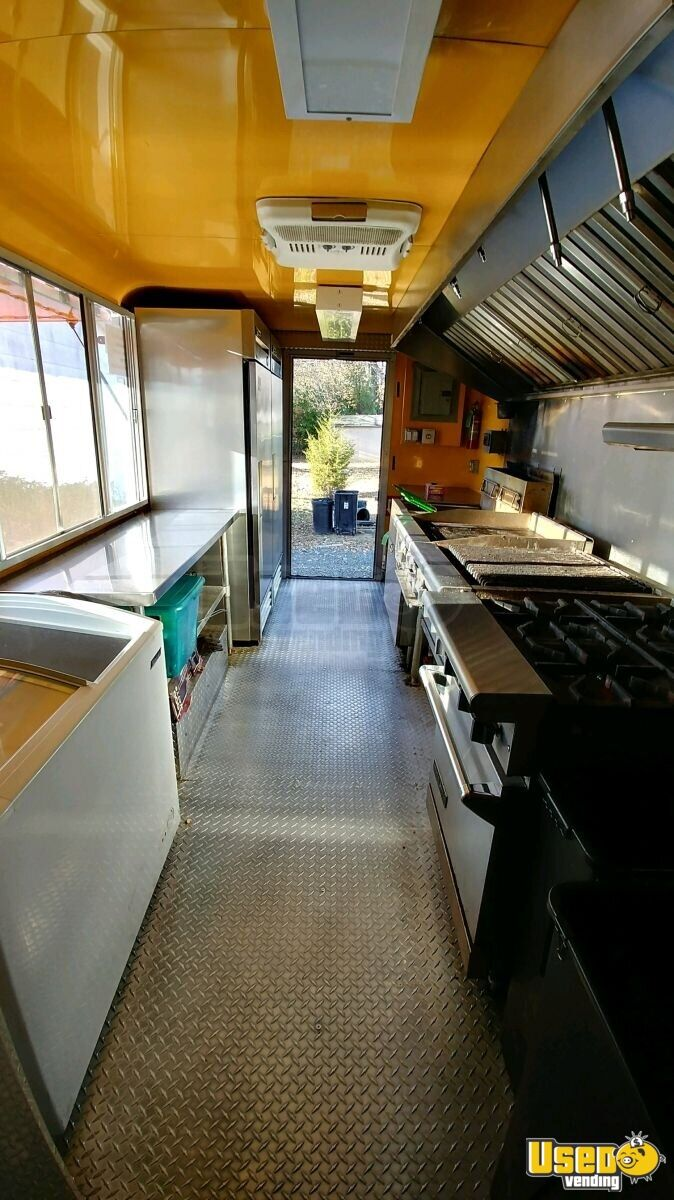 33' Freightliner Utilimaster Mobile Kitchen Truck for Sale in New Jersey!