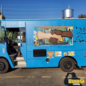 2004 Mt45 Kitchen Food Truck All-purpose Food Truck Air Conditioning New York Diesel Engine for Sale
