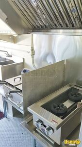 2004 P42 Kitchen Food Truck All-purpose Food Truck Refrigerator Ohio Diesel Engine for Sale