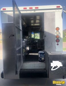 2004 W8 Step Van Kitchen Food Truck All-purpose Food Truck Awning South Dakota Diesel Engine for Sale