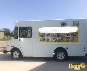 2004 W8 Step Van Kitchen Food Truck All-purpose Food Truck Concession Window South Dakota Diesel Engine for Sale