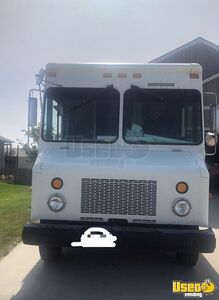 2004 W8 Step Van Kitchen Food Truck All-purpose Food Truck Stainless Steel Wall Covers South Dakota Diesel Engine for Sale