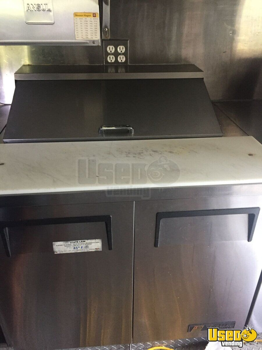 2004 Workhorse. Gmc All-purpose Food Truck Oven California Gas Engine for Sale - 16