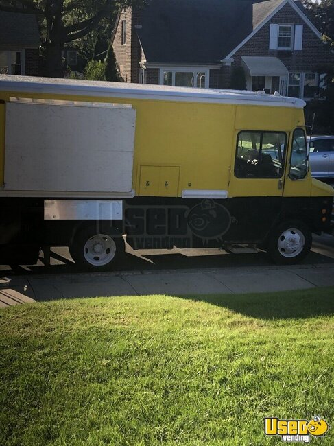 2004 Workhorse Kitchen Food Truck All-purpose Food Truck Pennsylvania Diesel Engine for Sale
