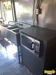 2004 Workhorse Kitchen Food Truck All-purpose Food Truck Prep Station Cooler Pennsylvania Diesel Engine for Sale