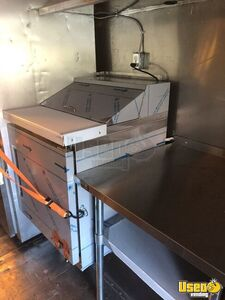 2004 Workhorse Kitchen Food Truck All-purpose Food Truck Upright Freezer Pennsylvania Diesel Engine for Sale